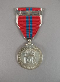 Medal celebrating the Coronation of Queen Elizabeth II that belonged to Arthur Calwell - reverse